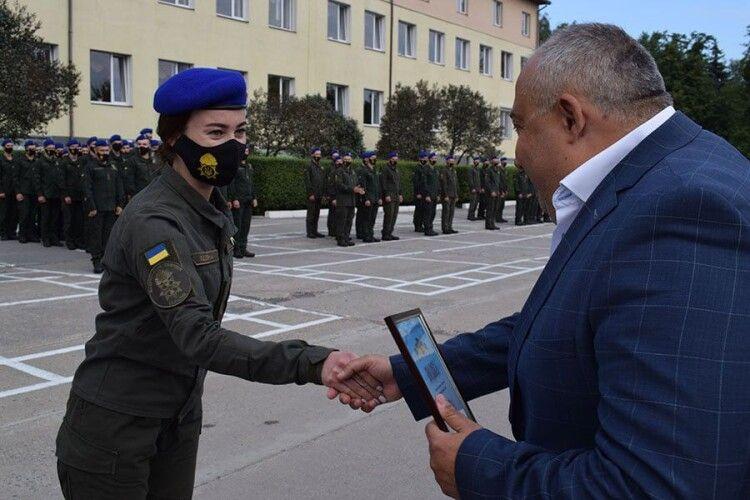 У Луцьку військовослужбовцям вручили нагороди і привітали з Днем Прапора та Незалежності України (Фото)