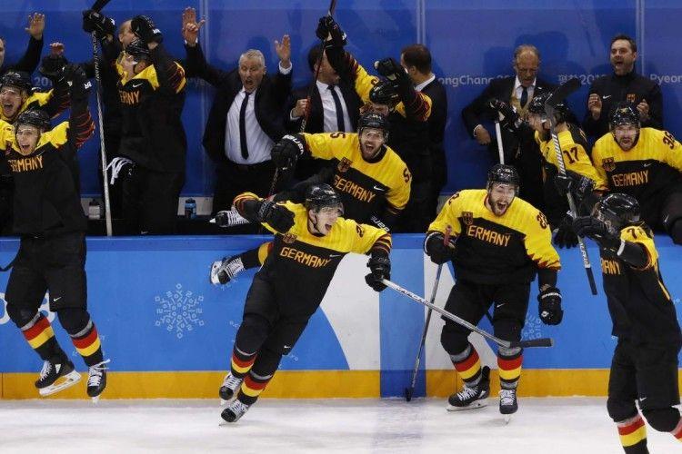 «Хокей і німці»: у чвертьфіналі збірна Німеччини сенсаційно здолала шведів