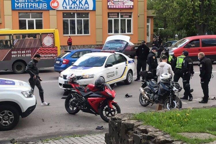 У Луцьку – аварія за участю поліцейського авто і мотоцикла (Фото, Відео)
