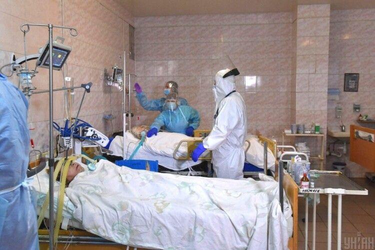Завантаженість лікарень для пацієнтів з COVID-19 в Україні наближається до 70%: де найгірша ситуація
