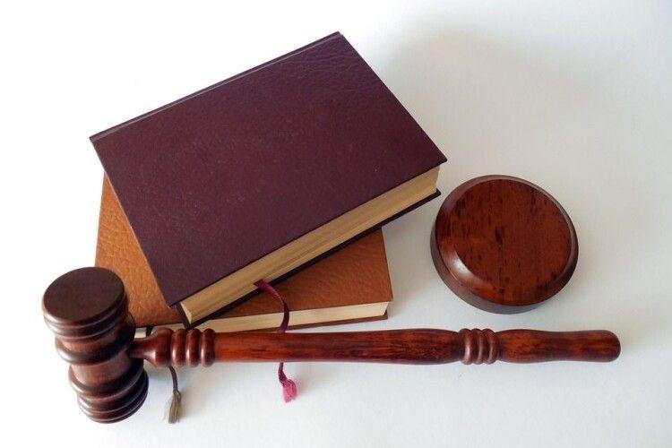 На Рівненщині судитимуть менеджерку, яка привласнювала гроші для банку