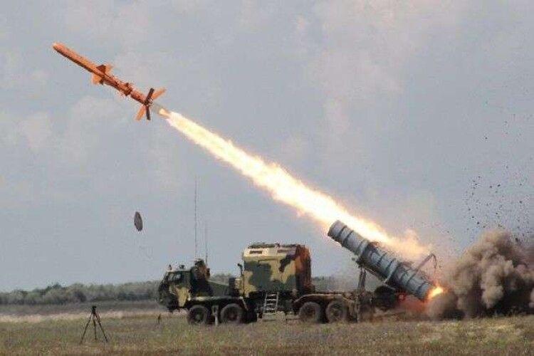 Вперше за часів незалежності українські військові випробували крилату ракету з бойовим зарядом (Відео)