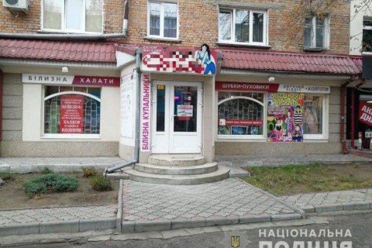 Грабіжники за 50 секунд винесли із магазину хутра  на 130 тисяч гривень