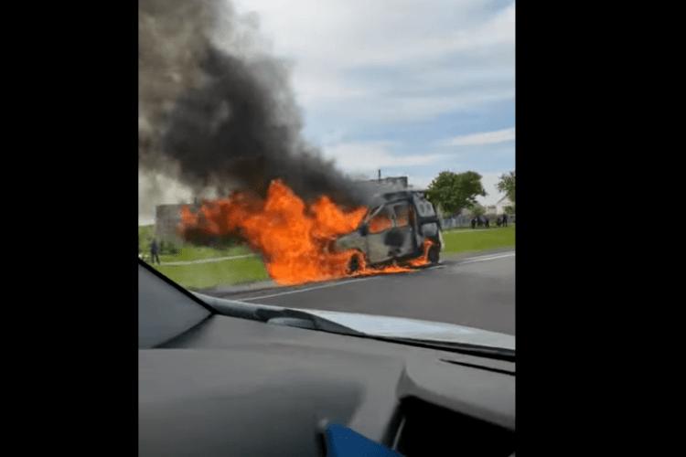 На Волині під час руху загорівся автомобіль (Відео)