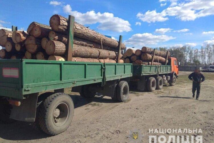 У Ковелі поліцейські затримали вантажівки з нелегальним піском та деревом