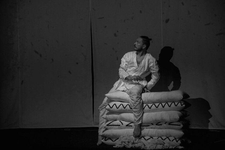 У Луцьку покажуть спектакль на основі графічних робіт і поезій художника Миколи Кумановського
