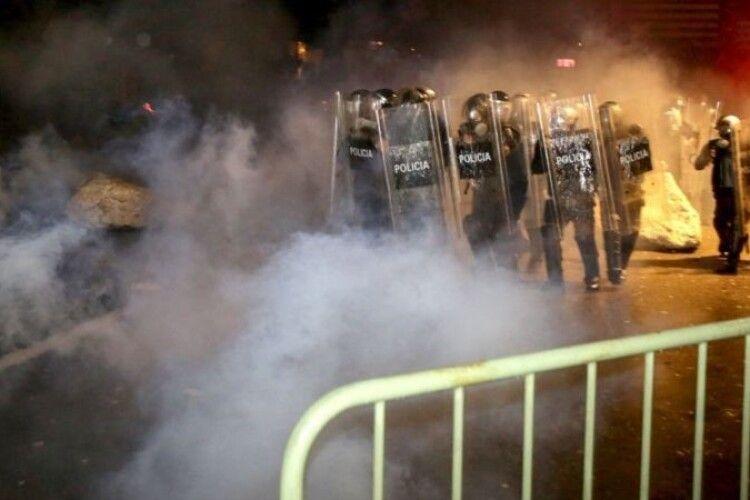 В Албанії застрелили порушника комендантської години. У столиці - протести