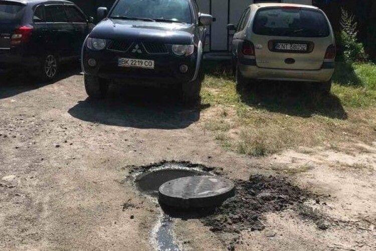 Нечистоти можуть потрапляти у Світязь: жителі громади самовільно приєднуються до непідключеної каналізації