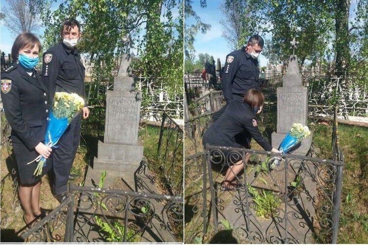 Правоохоронці Камінь-Каширщини пoклали квіти до могили солдата