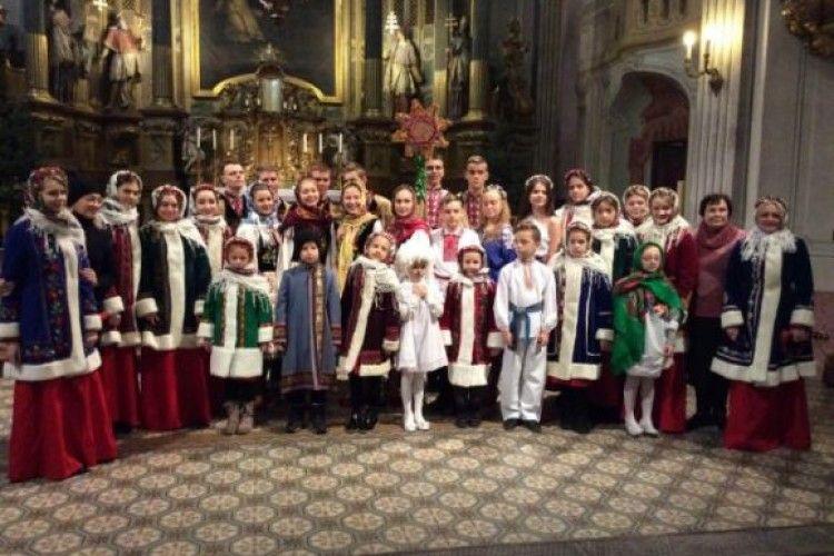 Луцькі школярі цими днями колядують у Відні та Будапешті