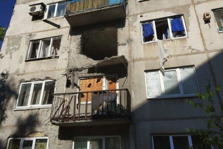 На Луганщині бойовики РФ обстрілюють місцевих жителів, є поранені