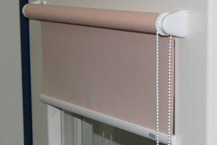Чистимо рулонні штори
