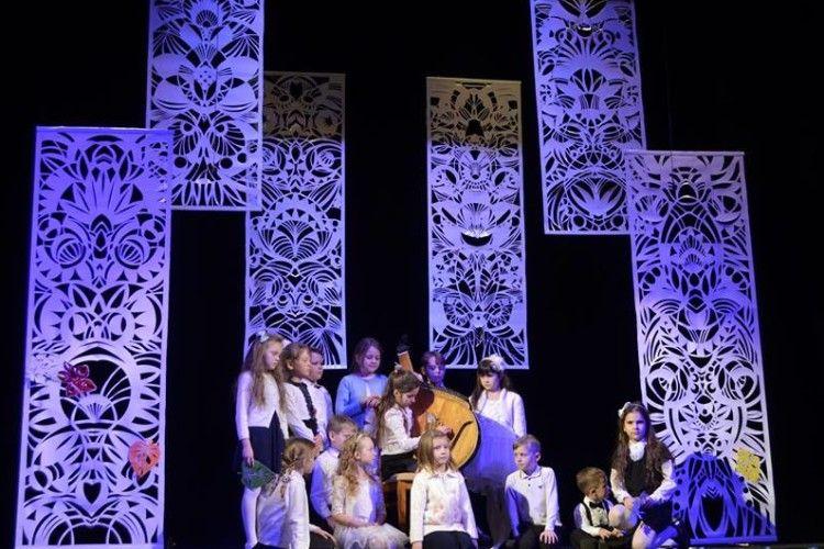 «Осіння верстка» поезій Віктора Лазарука» звучала на сцені театру ляльок (Фото)