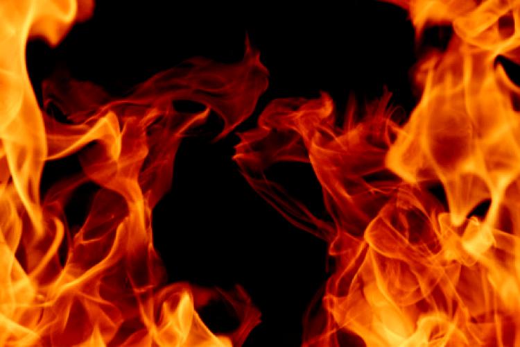 Курив, підпалив хату, обпік обличчя - рятувальники загасили пожежу в Благодатному