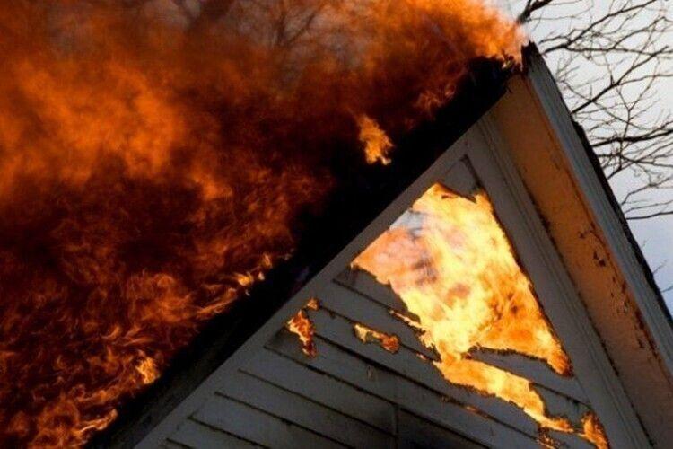Через неправильне користування пічним опаленням на Волині загорілась дерев'яна хата