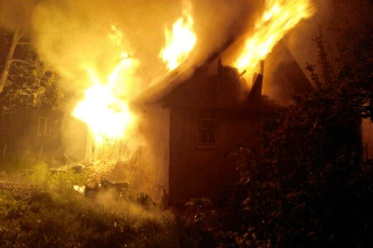 В Іваничах загорілись дерев'яні хата і сарай, а в Дерно – цегляний будинок