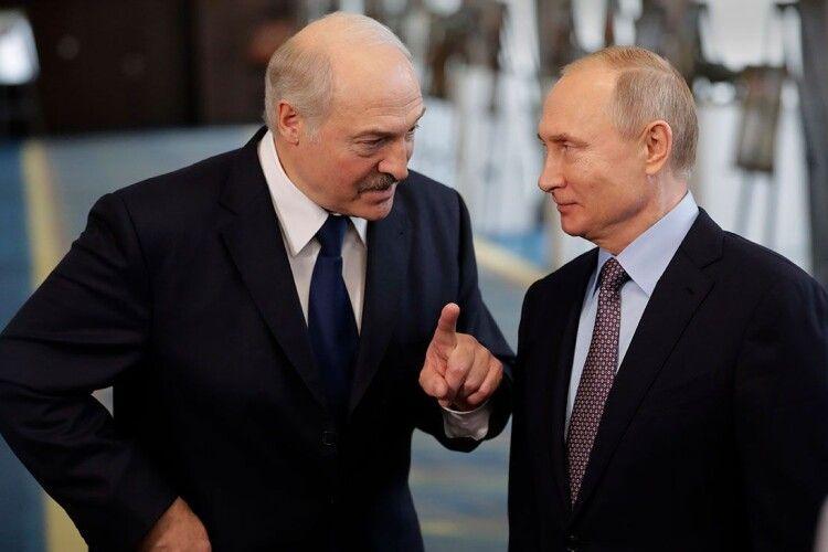 Лукашенко вже лякає Путіна (Відео)