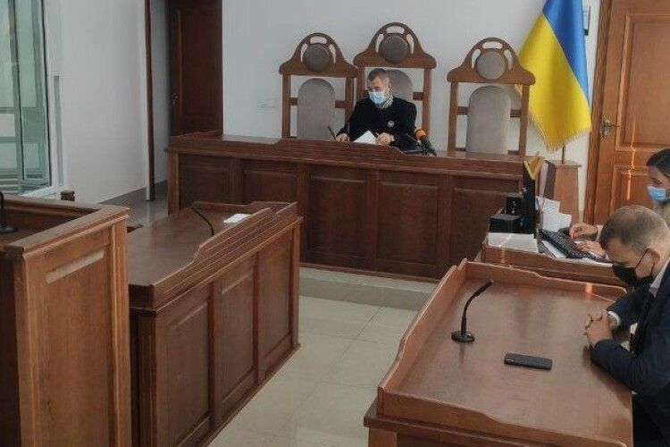 Колишня чиновниця Волинської ОДА, яку спіймали на хабарі, не з'явилася у суд