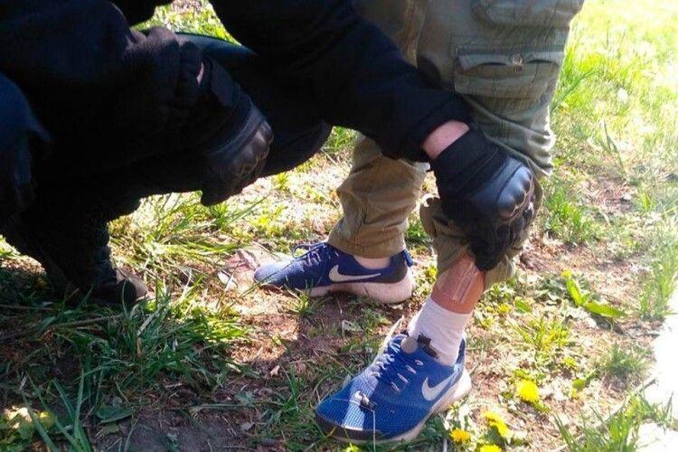 У Луцьку злапали по зав'язку напакованого наркотою молодика (Фото)