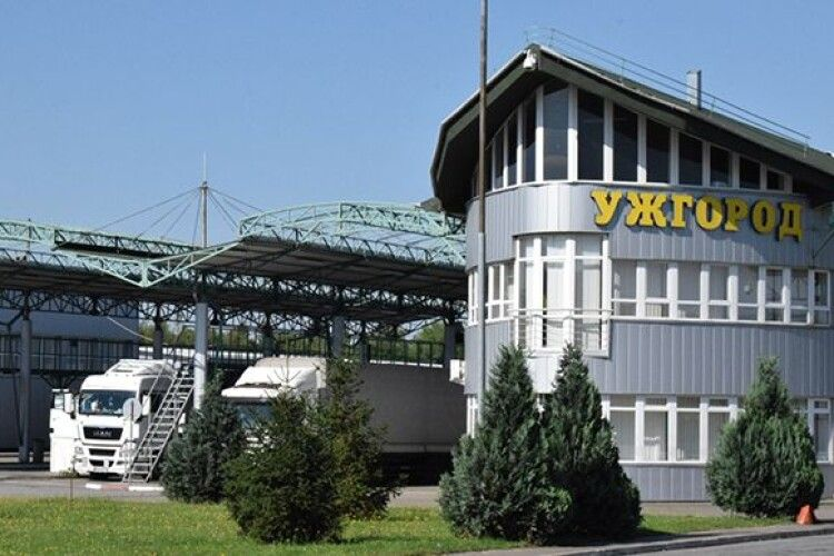Словаччина закриває пункти пропуску на кордоні з Україною