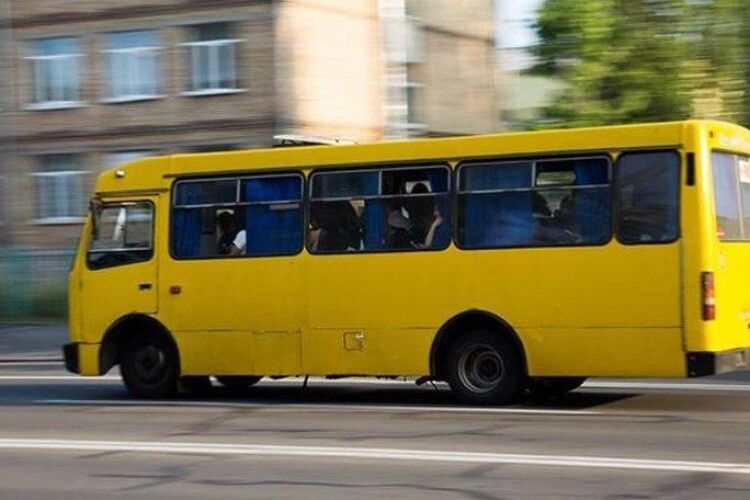 Після виборів у Нововолинську пільгових автобусів до дач не буде