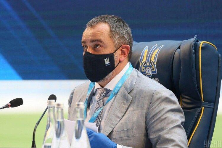 «Героям слава!»: президент УАФ Павелко вилетів на переговори щодо форми збірної України на Євро-2020