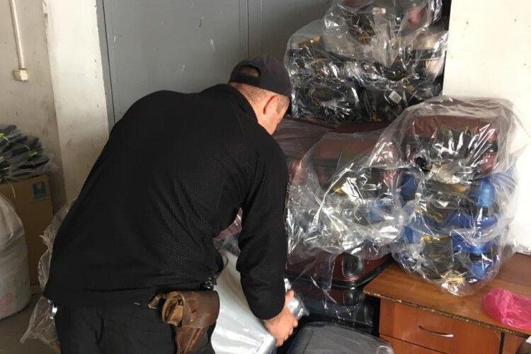 На кордоні з Польщею вилучили 640 незадекларованих валіз на понад півмільйона гривень (Фото, відео)