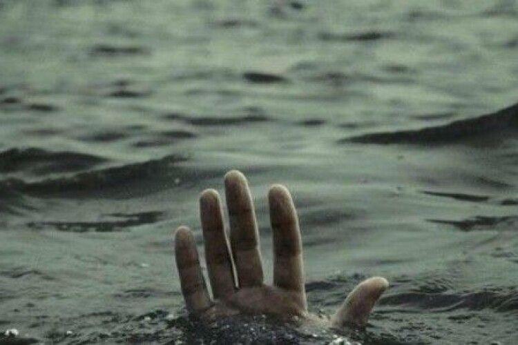 Плавав з братом на надувному матраці: потонув шестирічний хлопчик