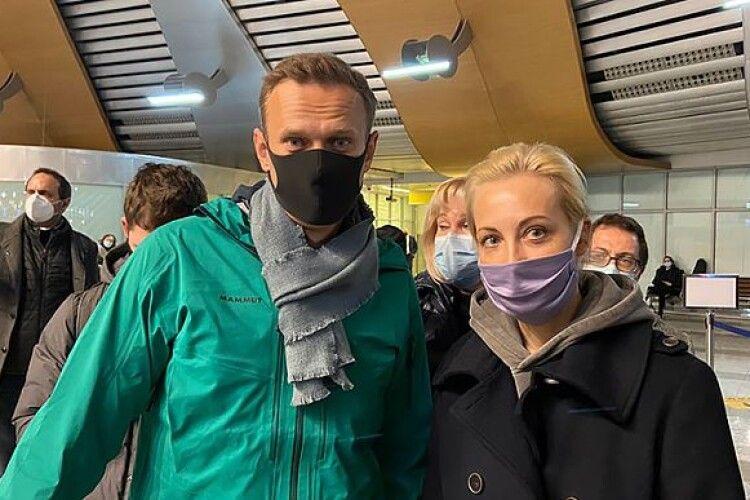 Навального затримали в аеропорту