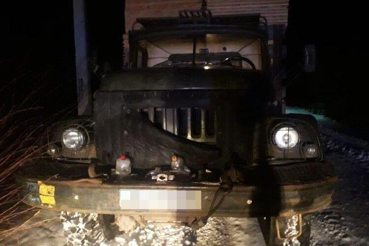 На Волині затримали дві вантажівки завантажені деревиною і без документів (Фото)
