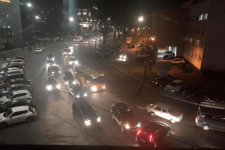 У Луцьку тролейбус не поділив дорогу з BMW (Фото, відео)