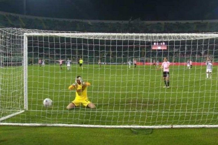Навіть П'ятову з Бойком не снилося: італійський голкіпер Перрукінівідзначився дивацьким автоголом (відео)