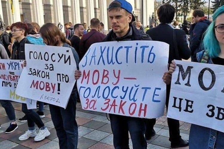 Порошенко у річницю мовного закону: «Українська - запорука національної безпеки»