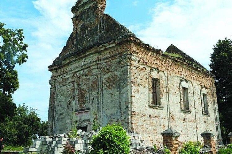 Розсипається церква, в яку ходила Леся Українка…
