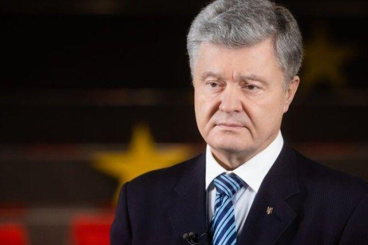 Порошенко розповів, як у 2014 році ніхто не хотів продавати Україні озброєння