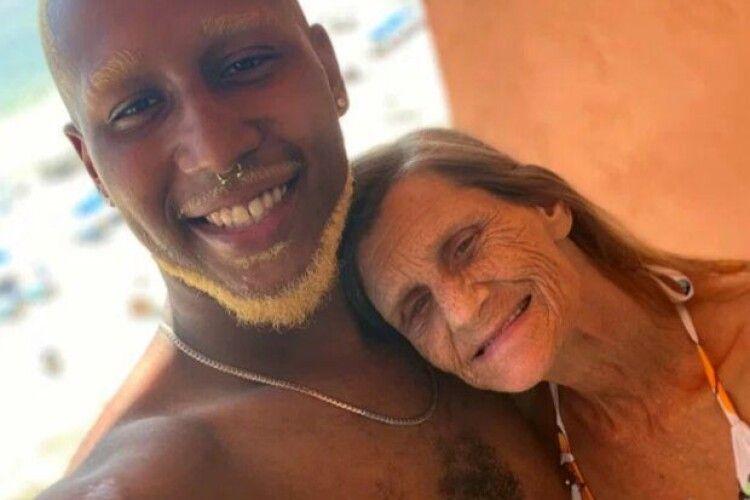 Кохання тіктокерів: 61-річна жінка та 24-річний хлопець оголосили про заручини (Фото. Відео)