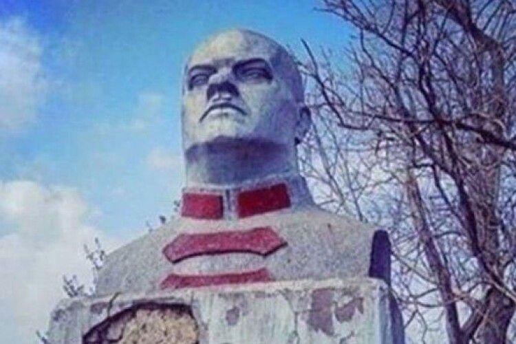 У Білгороді-Дністровському нарешті демонтували пам'ятник Котовському