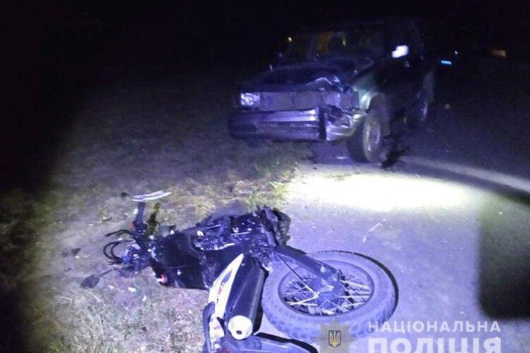 Фатальна ДТП на Рівненщині: дівчина на мотоциклі виїхала на зустрічну смугу і зіткнулася з авто
