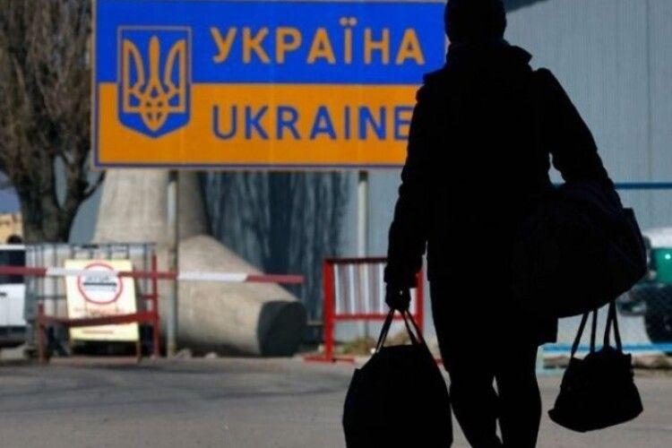 Чому заробітчани змушені повертатися в Україну і що на них чекає
