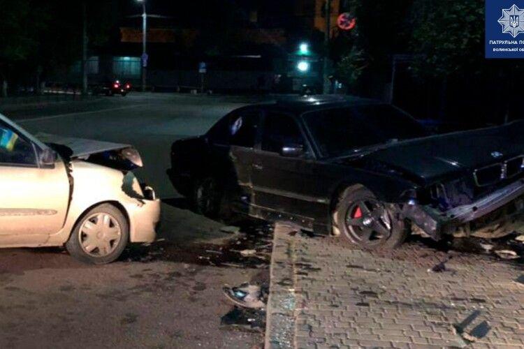 У Луцьку водій BMW виїхав на зустрічну смугу, спричинив ДТП й утік (Фото)