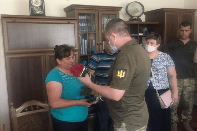 На Іваничівщині нагородили маму українського воїна