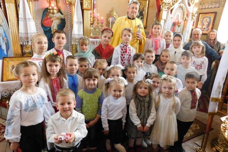 Горохівського священника вітали старі та малі