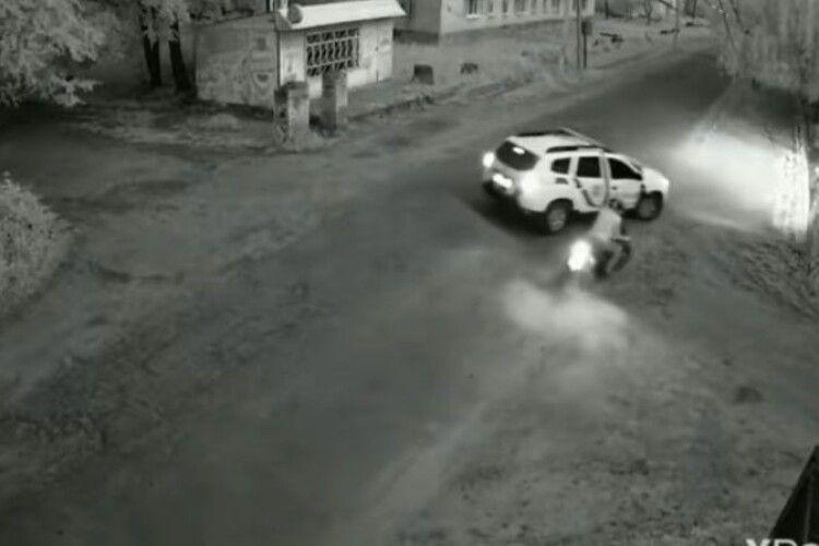 У селищі на Волині поліція влаштувала погоню за п'яними мотоциклістами (Відео)