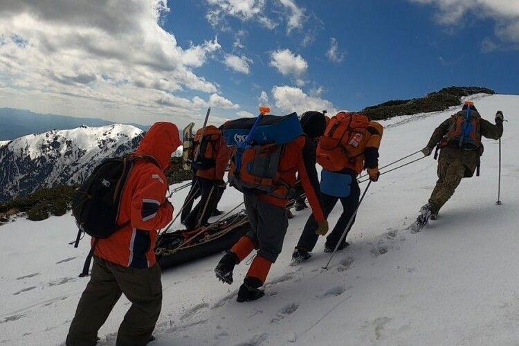 Туристи знайшли у Карпатах тіло загиблого (Фото, відео)