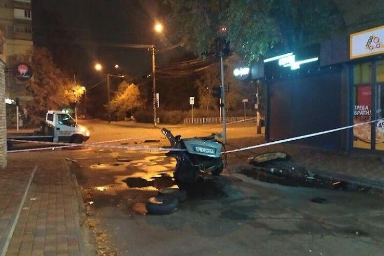 Таксі розірвало на шматки: у страшній аварії зіткнулися дві автівки (Фото)