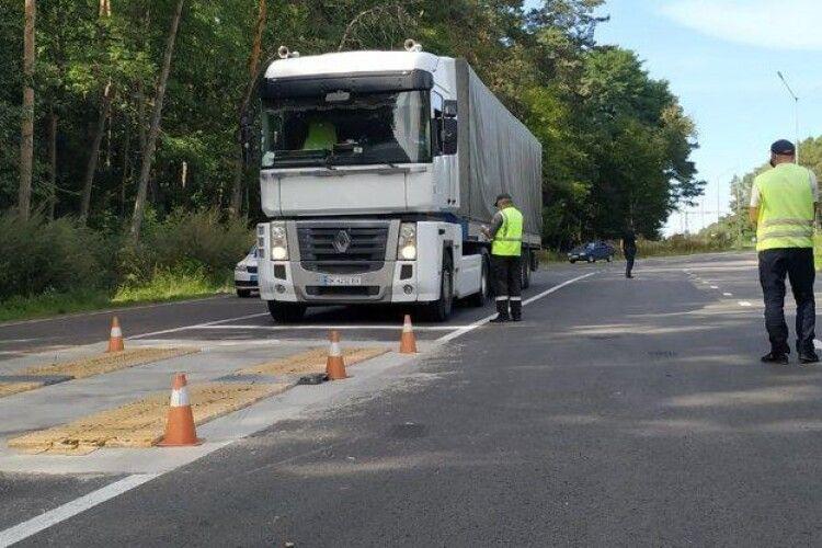 Повідомили, де водії вантажівок на Волині можуть перечекати спеку