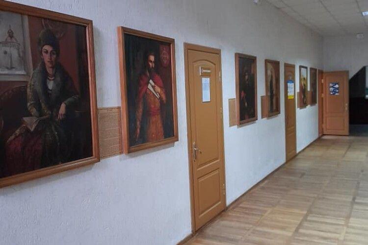 Політик з позицією: дві мови – один народ, нині колекціонує картини з видатними подіями та постатями  Волині (Фото)