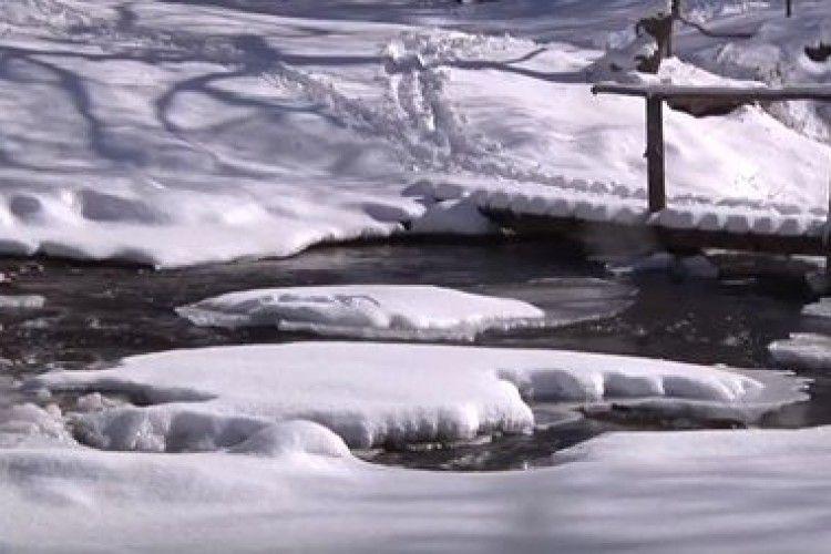 Замерз український водоспад-рекордсмен (Відео)