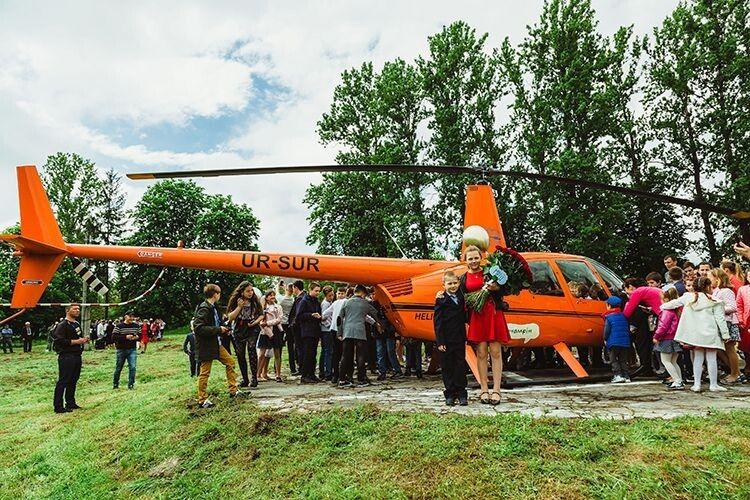 Гелікоптер прилетів заради мрії онкохворого хлопчика
