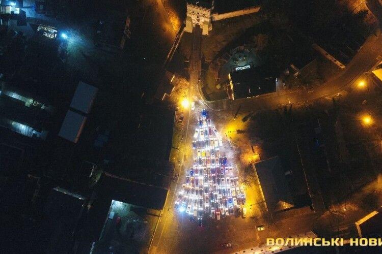 Ялинки з автомобілів: від Луцька до Харкова (Фото, відео)